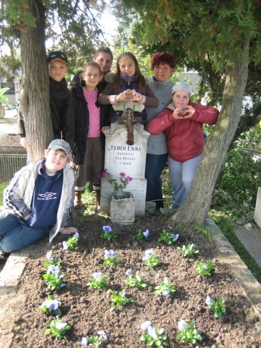 Fehér Emma sírja az Algyői temetőben